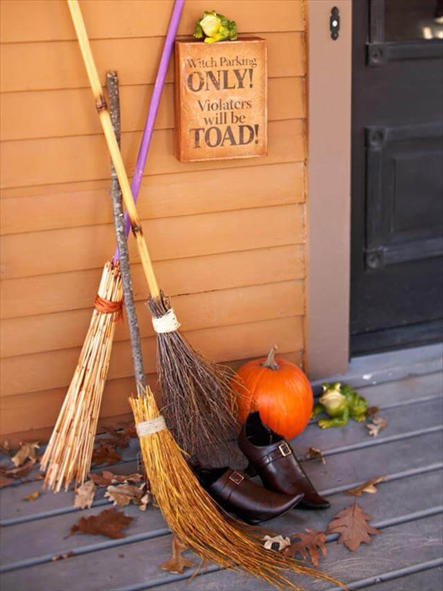Witches-Broom-Halloween-Decor