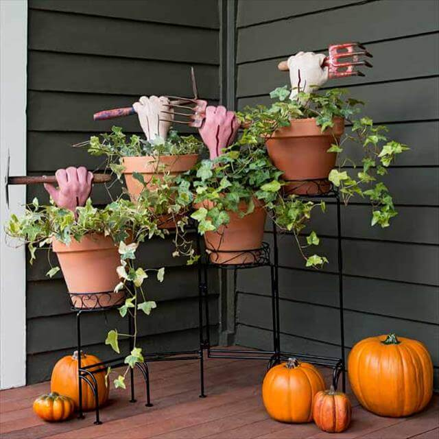 Outside Halloween Decor Idea