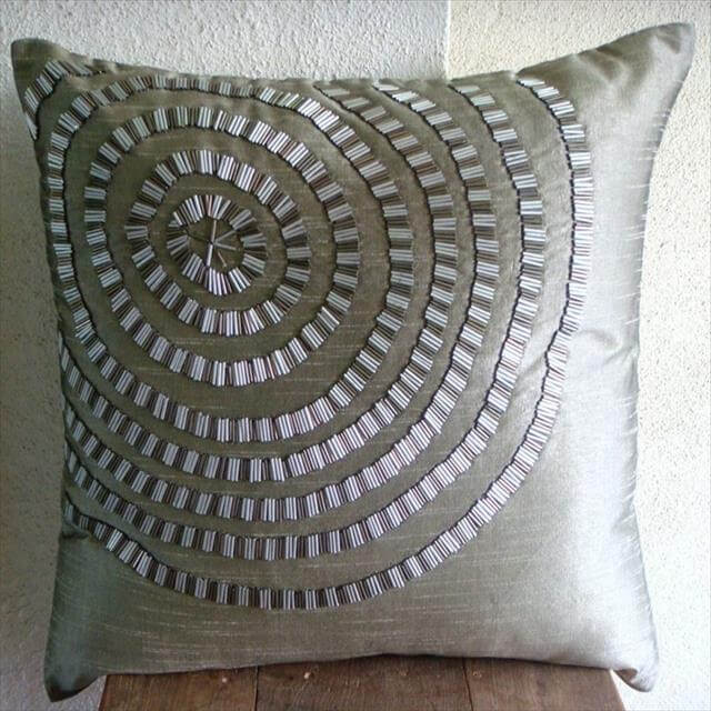 DIY Painted Throw Pillow