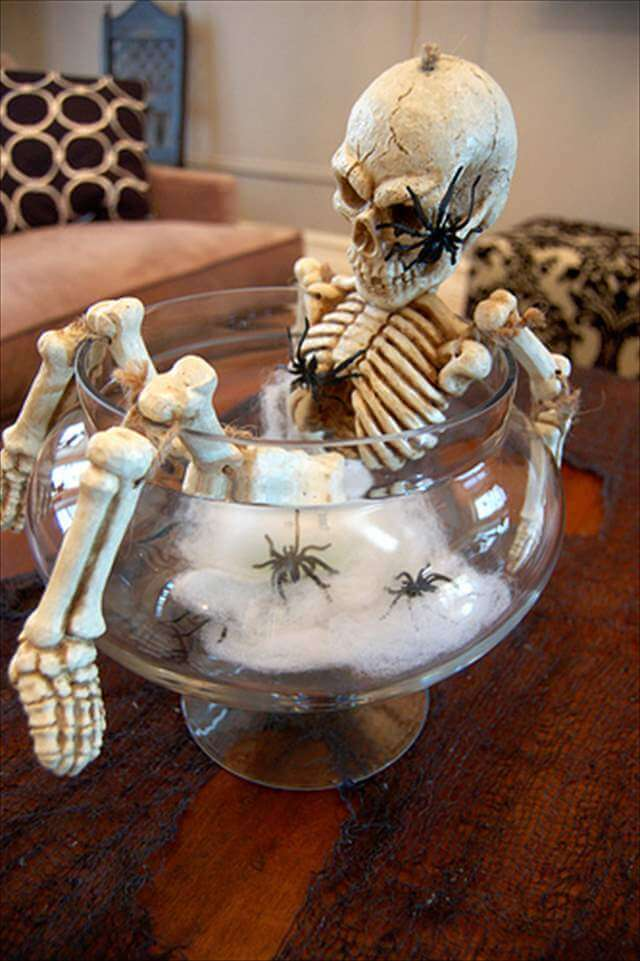 20 diy spooky halloween centerpieces diy to make. Black Bedroom Furniture Sets. Home Design Ideas