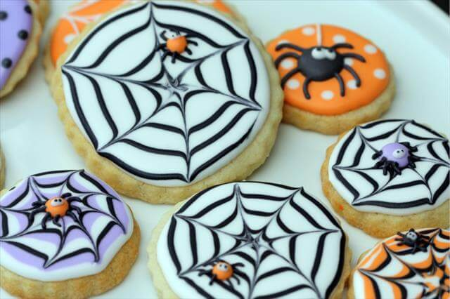 14 Diy Awesome Halloween Cookies And Cupcakes