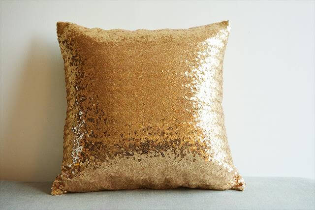 DIY Shainy Gold Pillow Cover