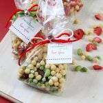 10 DIY Festive Holiday Party Favors