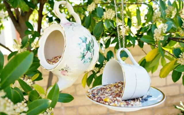 Teacup-Bird-Feeder-Repurposing-Idea