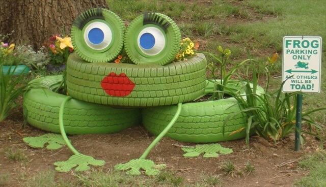 DIY Lovely Frog Garden Decor from Old Tires