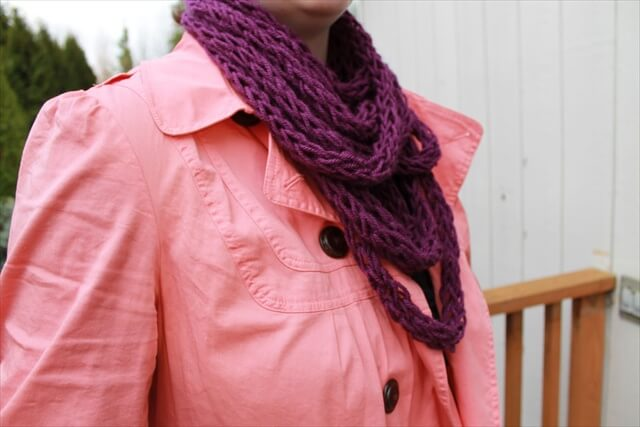 DIY Finger Knitting Scarf Pattern