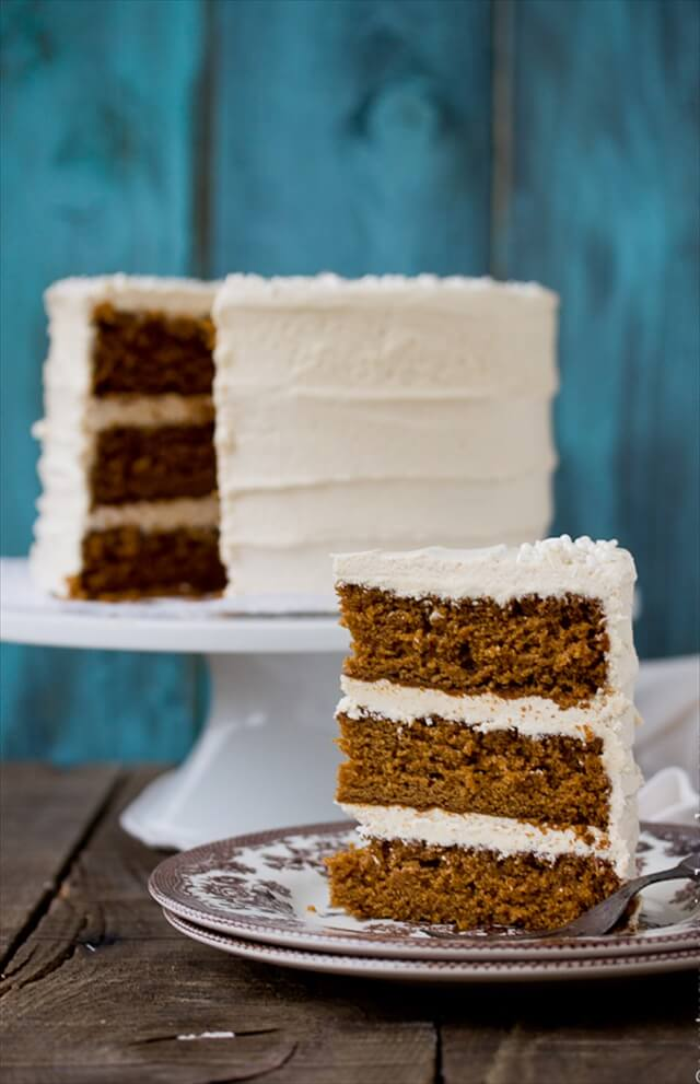 this classic gingerbread roll cake that little tire family will not be able to wait to dive into. Serve it on Christmas Eve with a hot cup of cocoa.