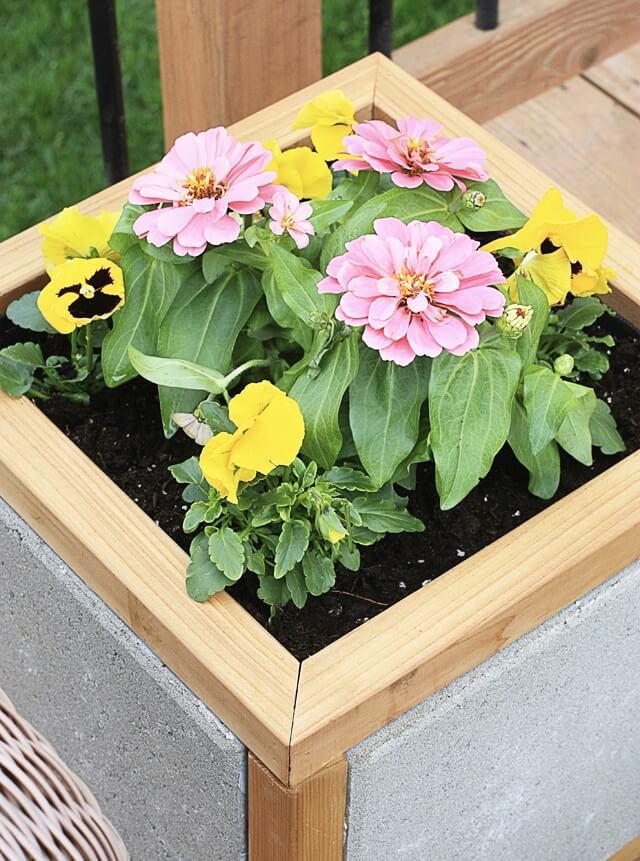 DIY Paver Planter Box. Great do-it-yourself planter box to display seasonal