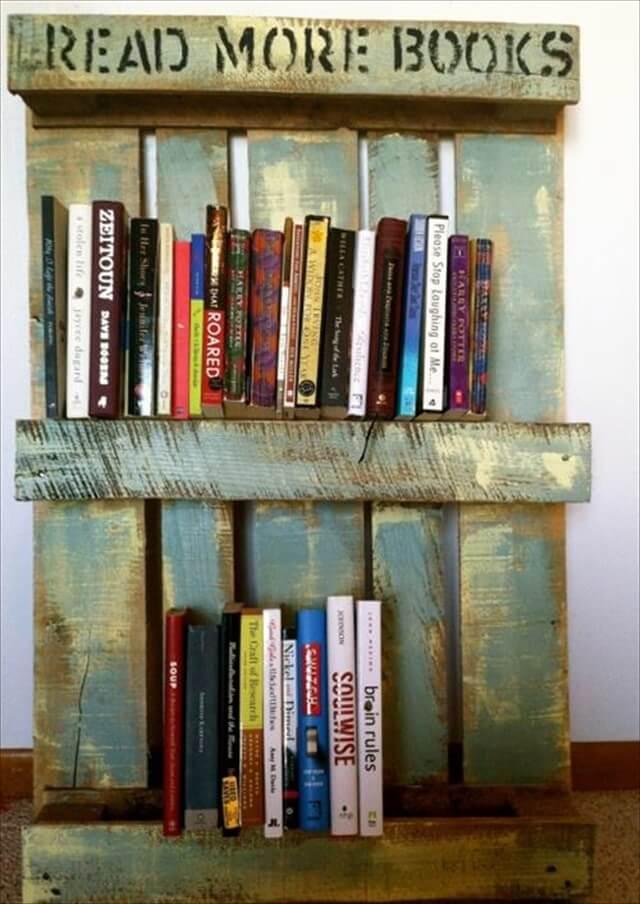 rustic pallet bookshelf