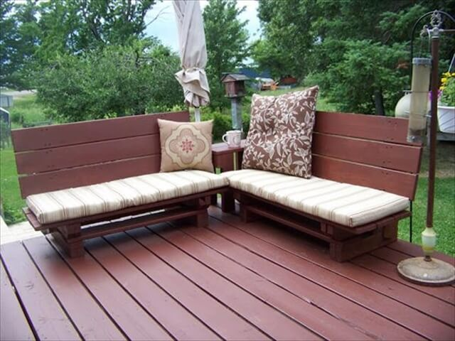 Outdoor Pallet Bench with Cushions