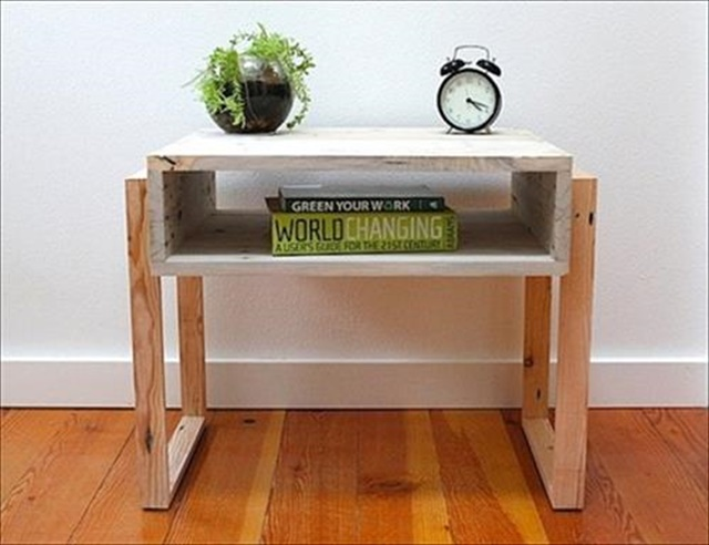 Pallet Bed Side Table coffee Color: