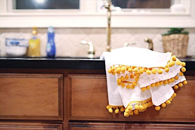 Pom-Pom Towel