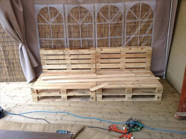 outdoor pallet bench