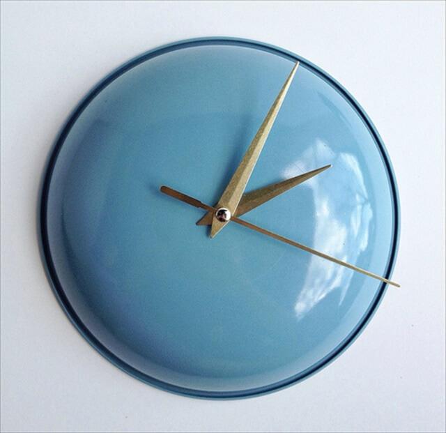 Pot Lids Into Clocks
