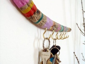 Easy Colorful DIY Driftwood Key Holder