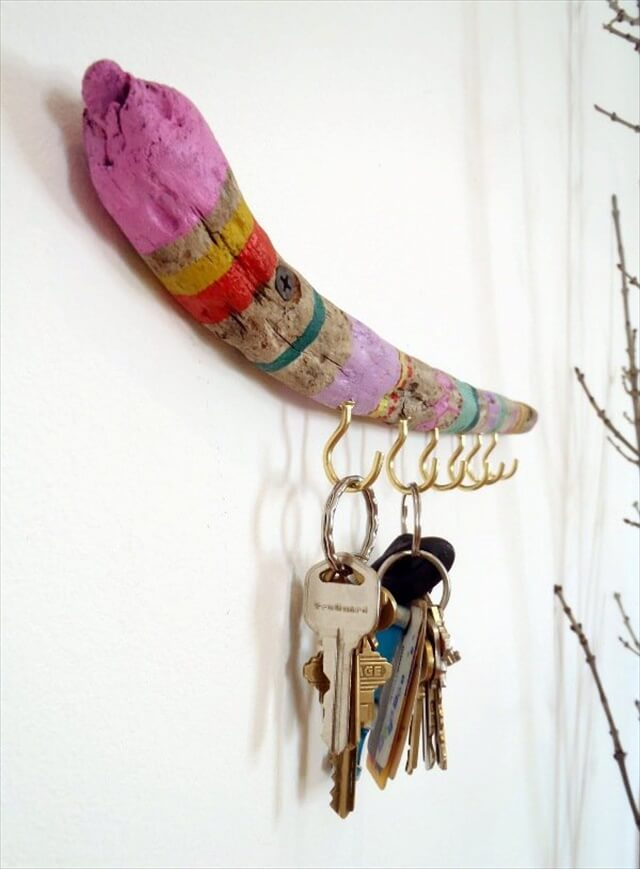 Easy Colorful DIY Driftwood Key Holder