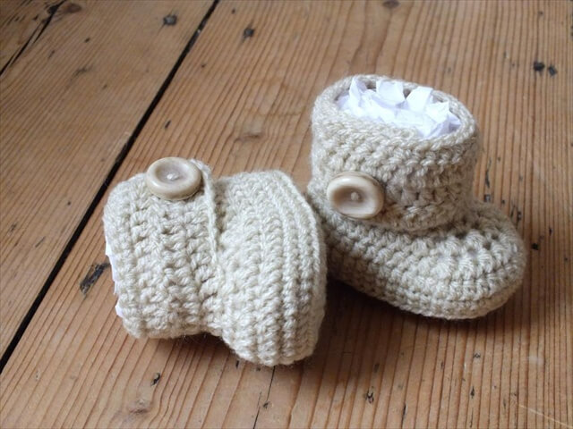 Crochet Pattern For Baby Ugg Booties : 12 DIY Crochet Pattern For Babies DIY to Make