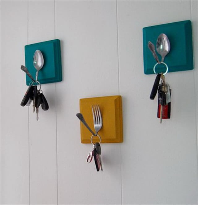 DIY Key Holder with Old Spoons and Forks