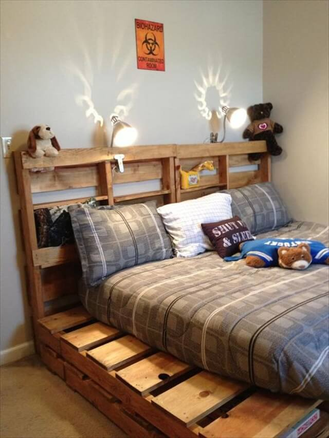 old wood pallet bed
