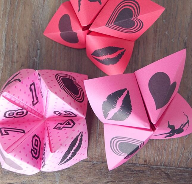 Valentine Cootie Catchers Game: