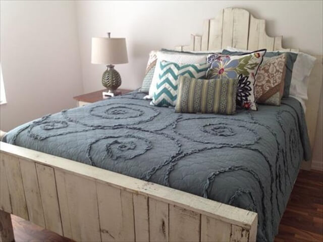 pallet bed with side lamp