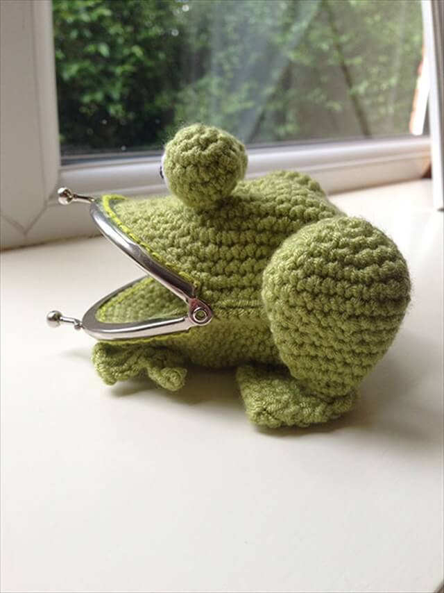 Frog Coin Purse amigurumi crochet pattern