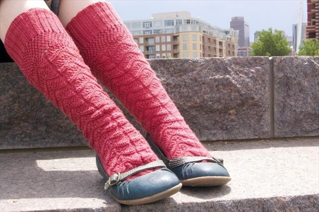 Ladies Lace Knee Socks knitting pattern