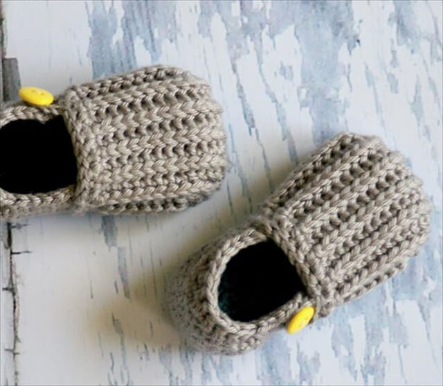 Crochet Patterns For Toddlers Slippers : 15 Super Easy Crochet Baby Booties DIY to Make