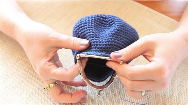 attach a coin purse opener to a crocheted coin purse