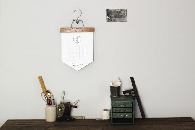 Diy Calendar Hanger : Diy ultra chic calendars to make