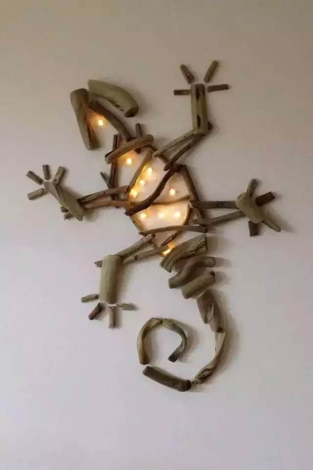 Lights Driftwood, Driftwood Art Ideas, Diy Driftwood, Driftwood Crafts, Canvas With Lights, Driftwood Lizard, Wall Sculpture