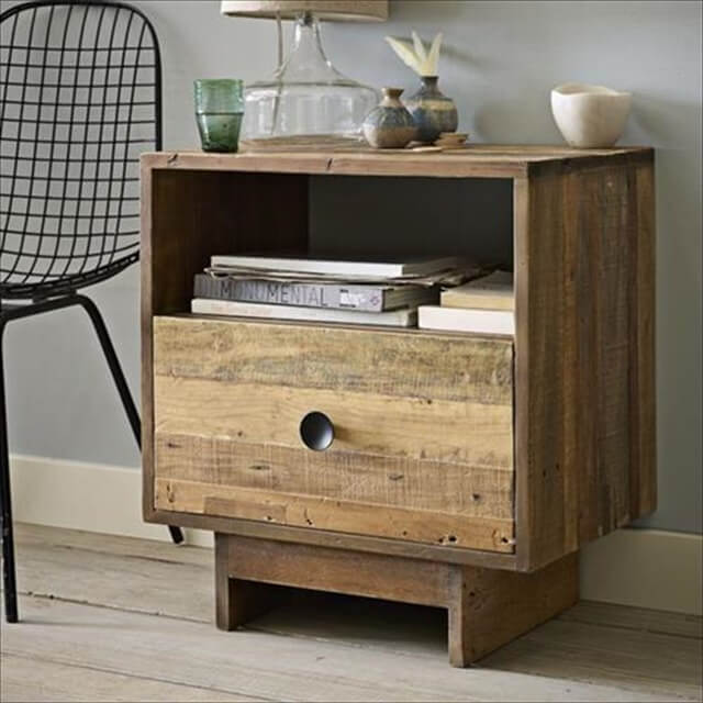 Awesome pallet bedside table idea