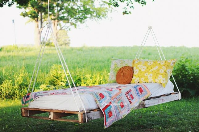 DIY Pallet Swing Bed: