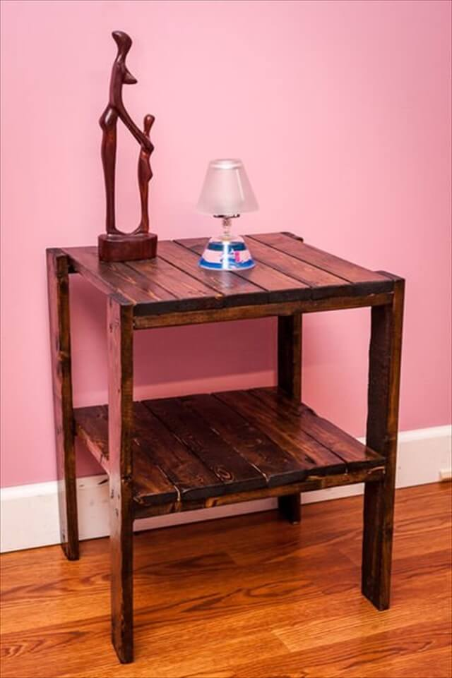 26 DIY Pallet Side Table | DIY to Make