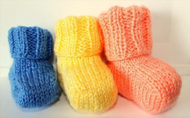 Knitting Pattern Central Headbands : 25 Easy Crochet Newborn Baby Booties DIY to Make