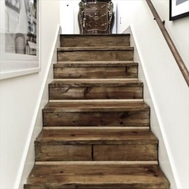 recycled pallet stairs