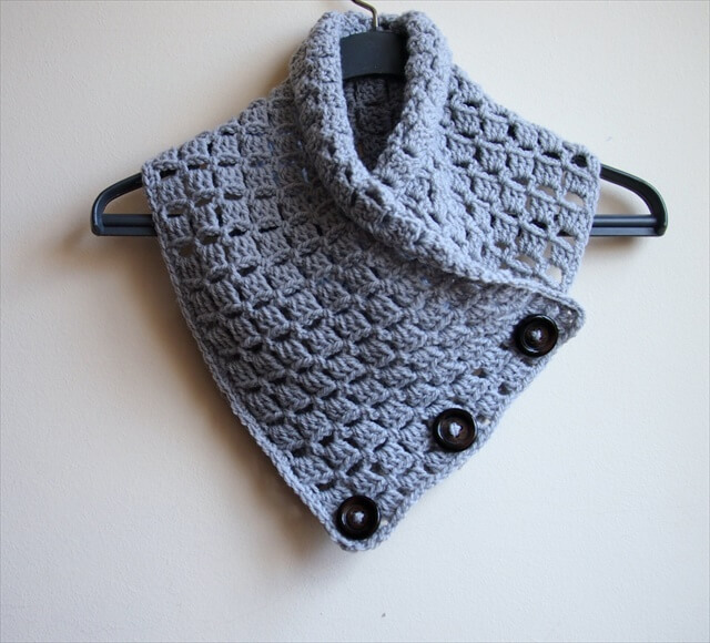 buttoned-cowl