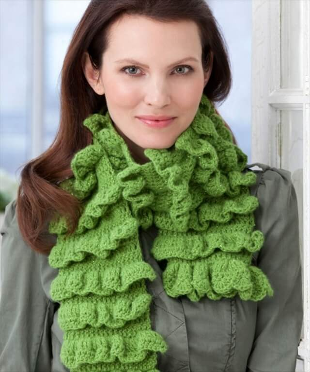 Ruffle Scarf Knitting Pattern : 11 DIY Warm & Cozy Crochet Scarfs DIY to Make