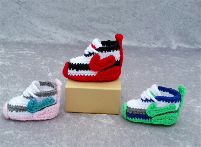 Free Knitting Pattern For Baby Tennis Shoes : 25 Easy Crochet Newborn Baby Booties DIY to Make