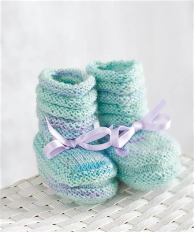 Nice crochet baby booties