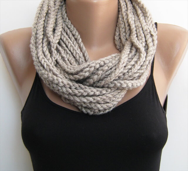 Free Crochet Infinity Chain Scarf Pattern : 11 DIY Warm & Cozy Crochet Scarfs DIY to Make