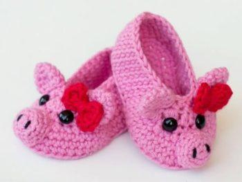 DIY crochet piggy slippers