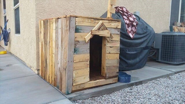 Cool Pallet Dog House DIY