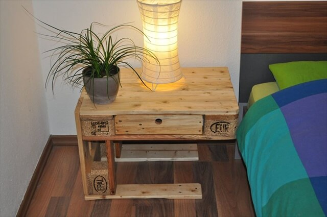 26 DIY Pallet Side Table DIY to Make