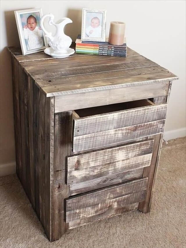 26 diy pallet side table diy to make pallet side table with drawers solutioingenieria Choice Image