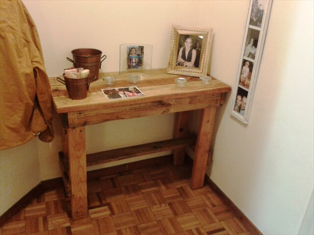 reuse pallet side table