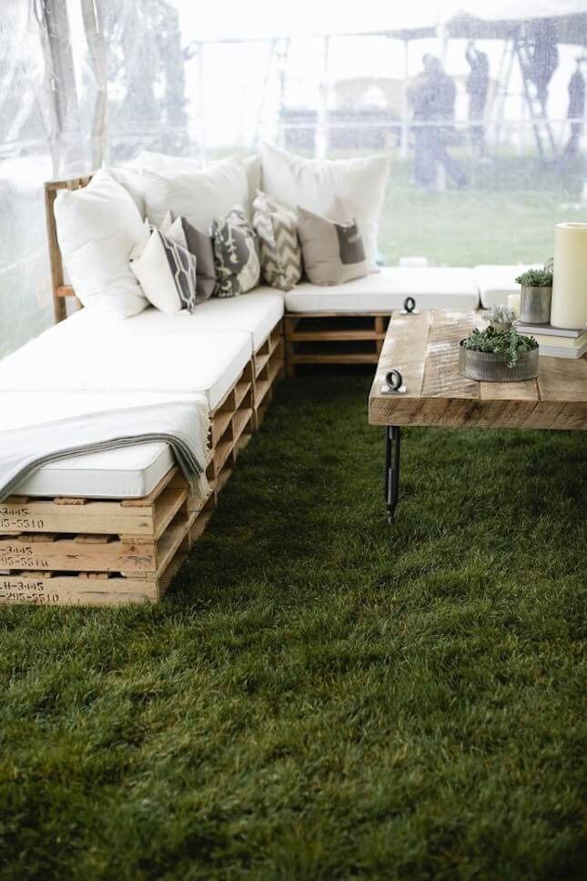 DIY Rustic Chic Outdoor Seating:
