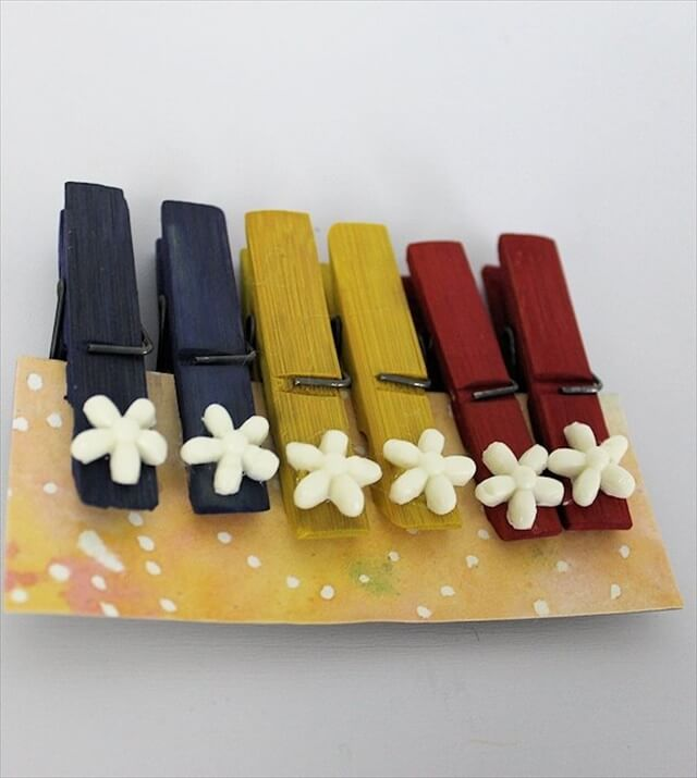 These pretty clothespin gift sets are inexpensive to make and come with a very unique display