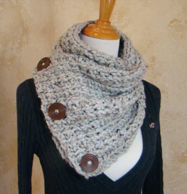 Boston Habor Style Scarf, 3 Button scarf, Grey Tweed Crochet Scarf, cowl,