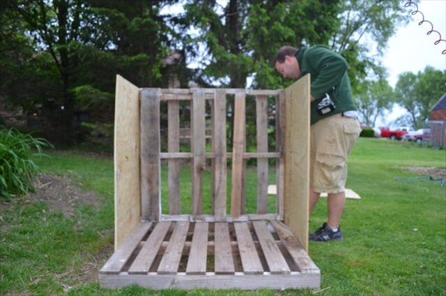 DIY Dog House Wooden Pallets